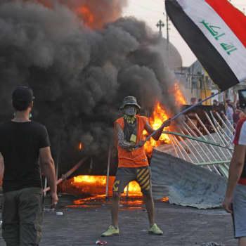 Irakissa nuoret miehet vaativat kadulla työtä ja tulevaisuutta
