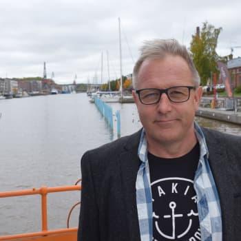 Kirjailija Reijo Mäki kertoo menestyksensä salaisuuden