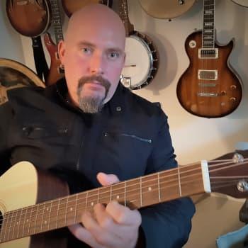 Jussi Turpeinen - Kun rokkikoulun oppilaasta tuli rokkikoulun opettaja