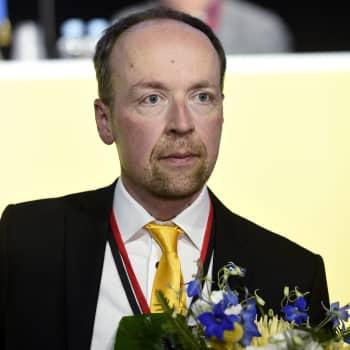 Keskusta ryömii ja Perussuomalaiset porskuttaa - mitä muuta puoluekannatusmittaus paljastaa?