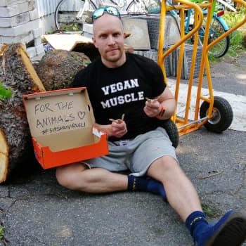 """Tapaus """"Sipsarivirveli"""" - eli kuinka Sami Lillsunde aikoo tehdä vegaanisista jäätelötikuista virvelirummun"""
