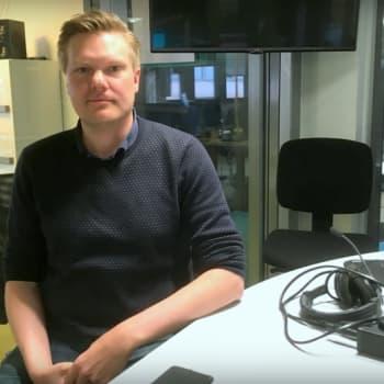 Rikostoimittaja Tuomas Rimpiläinen perehtyy äänikirjassaan yksityiskohtaisesti kolmeen tuoreeseen murhaan