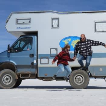 Tämä pariskunta toteutti unelmansa ja koki seikkailun toisensa perään - Kaksi vuotta asuntoautossa myös yhdisti