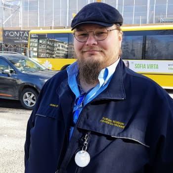 """Kuljettaja ei päätä bussien aikatauluista, mutta ottaa palautteet vastaan - """"Kokeneet kuskit suunnittelemaan aikatauluja"""""""