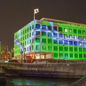 Poliittista sissitoimintaa ja muotoa muuttavia rakennuksia - Valotaide on parhaimmillaan kaupunkiympäristössä
