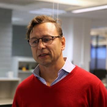 Ilmastoasiantuntija ratsasi Yle Helsingin toimituksen – millaisista asioista tavallisen avokonttorin hiilijalanjälki koostuu?