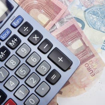 Puoli miljoonaa suomalaista ulosotossa - miksi niin moni velkaantuu?