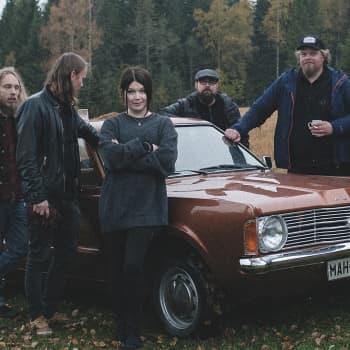 """Puheen Aamu: Esiintymiskammo ei estä Lasten Hautausmaan laulajaa nousemasta lavalle - """"halu voitti pelon"""""""