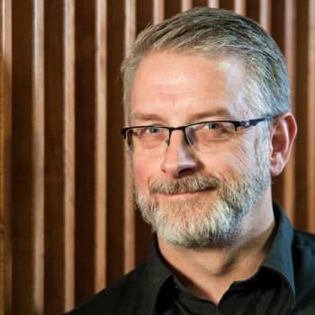 Ykkösaamun kolumni: Marko Kilpi: Kun kuolema tuli kylään