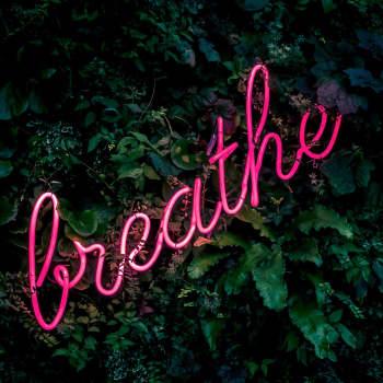 Puheen Aamu: Hengitä, hengitä, kyllä se siitä! Mindfulnessilla ei ratkaista työelämän rakenteellisia ongelmia
