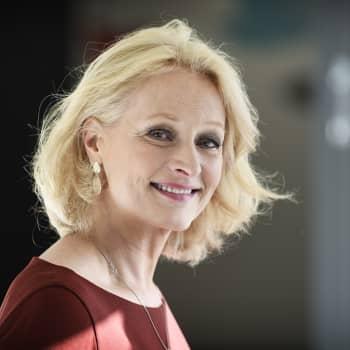 Sosiaalitieteilijä ja psykoterapeutti Heli Vaarasen aiheena on perheen rahankäyttö ja talouden hallinta.