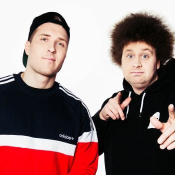 """YleX Aamu: Radio Reginan ääninäyttelijä Köpi: """"Kuvittelin olevani Arvi Lind, joka lukee pornoa."""""""