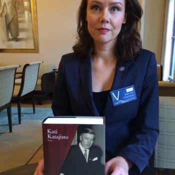Ajantasa: Kati Katajiston elämäkerrassa löytyy lähes kaikki Johannes Virolaisesta