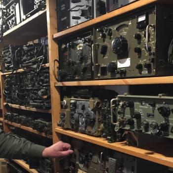 YLE Kymenlaakso: Kaukopartio- ja agenttiradiot sulassa sovussa sotilasradiomuseossa Kouvolassa