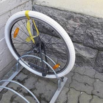 YLE Helsinki: Fillarivarkaat kuormittavat poliisin resursseja - miten toimia jos varastettu pyörä päätyy myyntipalstalle?