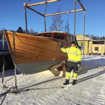 YLE Kymenlaakso: Kotkalaiset Veijo Sorvari ja Arto Tuomala hehkuttavat puuveneitä - kokka kohti venemessuja