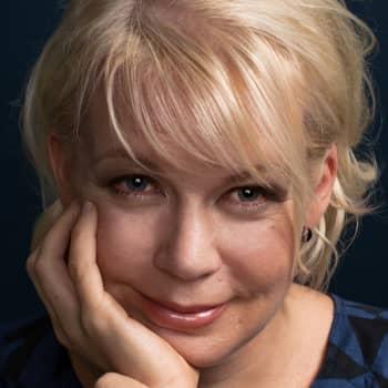 2015 Elina Hirvonen ja romaani Kun aika loppuu