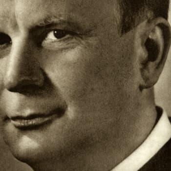 1943 Matti Hälli ja romaani Suopursu kukkii