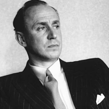 1938 Olavi Paavolainen ja esseeteos Risti ja hakaristi