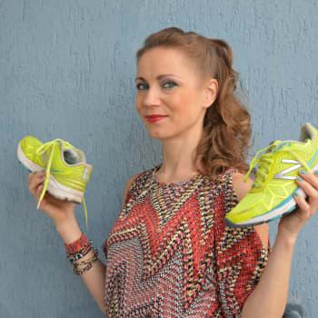 """Juoksijat: """"Kliseinen näkemys taiteilijoista muuttunut: hyvä taiteilija voi juosta"""", kertoo Virpi Taipale"""