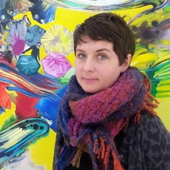 Taiteilijaelämää: Kuvataiteilija Maiju Salmenkivi inspiroituu uutiskuvista