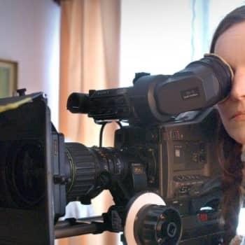 Taiteilijaelämää: Johanna Vuoksenmaa: On vain kaksi elokuvanaihetta - kuolema ja rakkaus