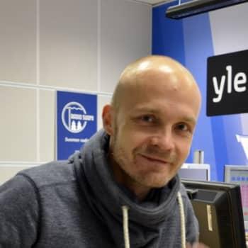 Yövieras: Juha Tapio pitäytyy poissa pintajulkisuudesta