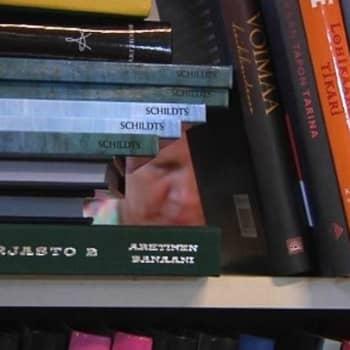 YLE Turku: Kysy kirjastonhoitajalta: makeaa mansikkaa ja raskasta kesälukemista