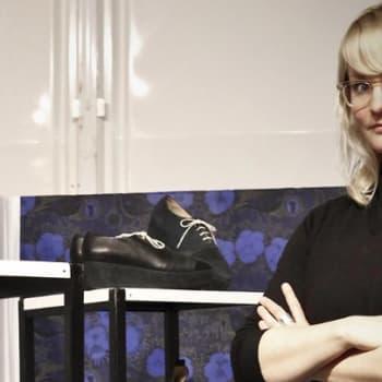 Taiteilijaelämää: Kenkäsuunnittelija Terhi Pölkki