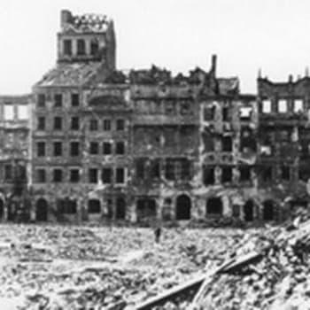 Varsova jälleenrakentaa (1956)
