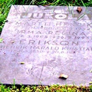 Radioselostaja Martti Jukolan haudalla