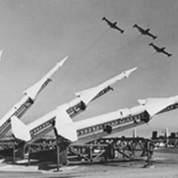 Suurvaltojen välinen jännitys ja kilpavarustelu (1964)