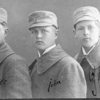 I våta stövlar - om tre bröder 1918