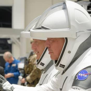 Historisk raketavfyrning - första privata bemannade kapseln till rymdstationen