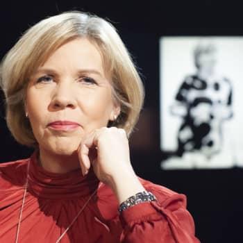 Anna-Maja Henriksson - från sladdbarn i storfamilj till toppolitiker