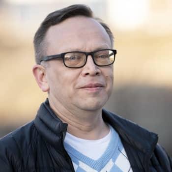 Cilkan tarinaa suomentaessaan Pekka Tuomisto myös suri kirjan henkilöiden mukana