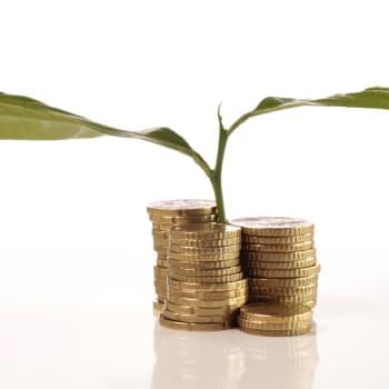 Glöm bankkontot och spara dina pengar i aktier - tre experter ger sina bästa råd för hur du kan förbättra din ekonomi