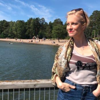 Langat omissa käsissä - kiertueella Laura Voutilainen on joukon johtaja ja matkoilla on tullut kudottua bikinit