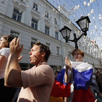 Demokratian toivoa ja kovia otteita Moskovan kaduilla
