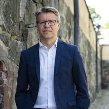 Maailmanpolitiikan näkymättömät sankarit - Mikko Puustinen