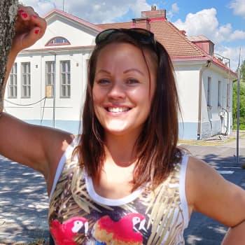 Heidi Pakarisen keikkailuun kuuluu aikatauluttamista, suunnittelua ja someilua