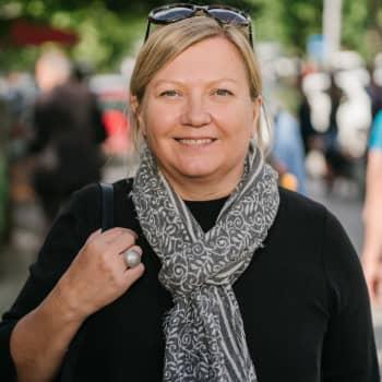 Maailmanpolitiikan näkymättömät sankarit - Pia Stjernvall