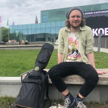 Tiisu-yhtyeen Henrik Illikainen on kokenut vaarallisia tilanteita tien päällä sekä lavalla