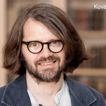 Aleksis Kivi kirjoitti romaneista lämmöllä
