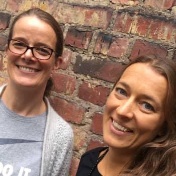 Författaren och läraren Katarina von Numers utmanas att testa på stiglöpning i skogsterräng