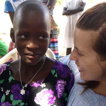 Kuuden lapsen äidillä riittää sydäntä myös ugandalaisille