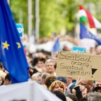 Maailmanpolitiikan arkipäivää: Unkarin demokratian luisu