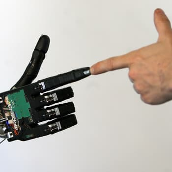 Kirjakerho: Robotteja Kalevalassa, teknologisia unelmia antiikin myyteissä