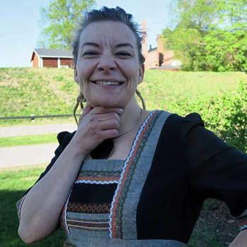 Sunnuntaivieras: Kesävieras Katleena Kortesuo - viestintäkouluttaja, joka rakastaa viikinkimiekkailua