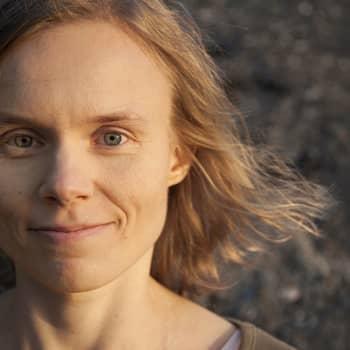 Viikon kirja: Kirjailija Anni Kytömäki ja Nadja Nowak keskustelevat romaanista Kultarinta